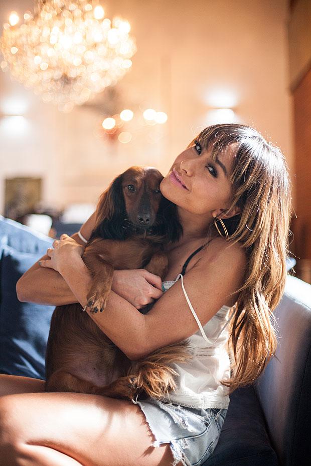 Sabrina e seu cachorro Bernardo e4787358ae