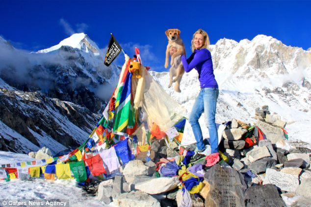 Rupee e Joanne Lefson no campo base do Monte Everest (Foto: Reprodução / Daily Mail)