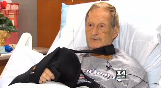 John Miles foi socorrido após sua cachorra procurar ajuda. (Foto: Reprodução / CBS Boston)