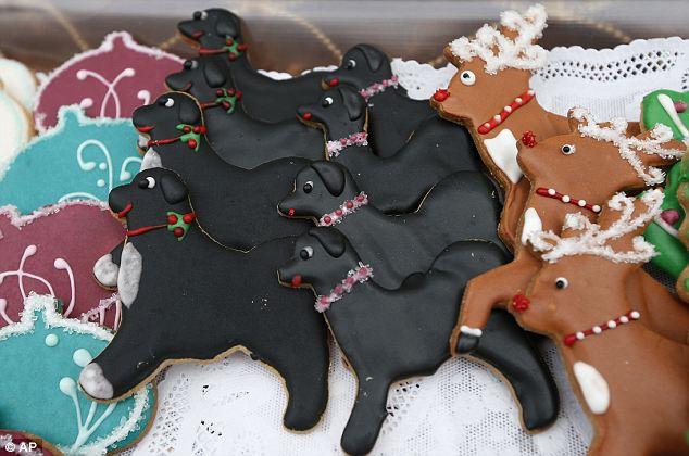 Miniaturas de chocolate dos cachorros da família Obama: Bo (com as patas brancas) e Sunny (toda preta). Foto: Reprodução / Daily Mail