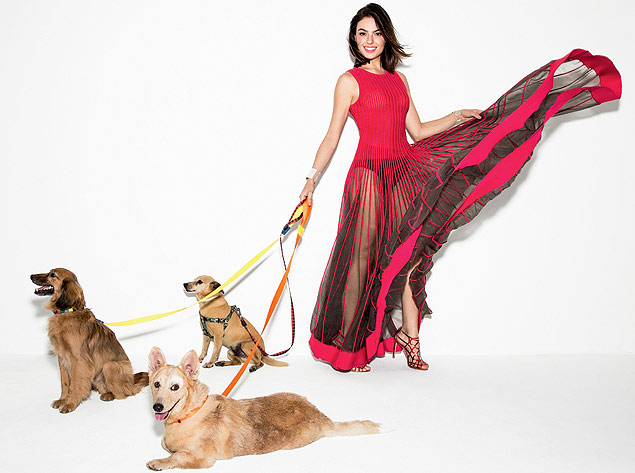 Ísis Valverde posa para revista Glamour ao lado de cachorro para adoção. Foto: Reprodução / Rodrigo Marques