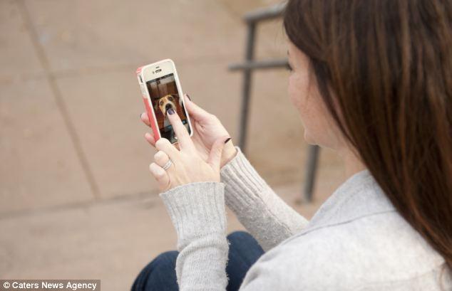 O videofone pode ser acessado pelo smartphone. (Foto: Reprodução / Daily Mail)