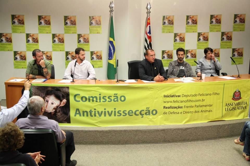 Comissão Antivivisseção criou o Projeto de Lei contra o uso de animais em testes de cosméticos. (Foto: Reprodução / Feliciano Filho)