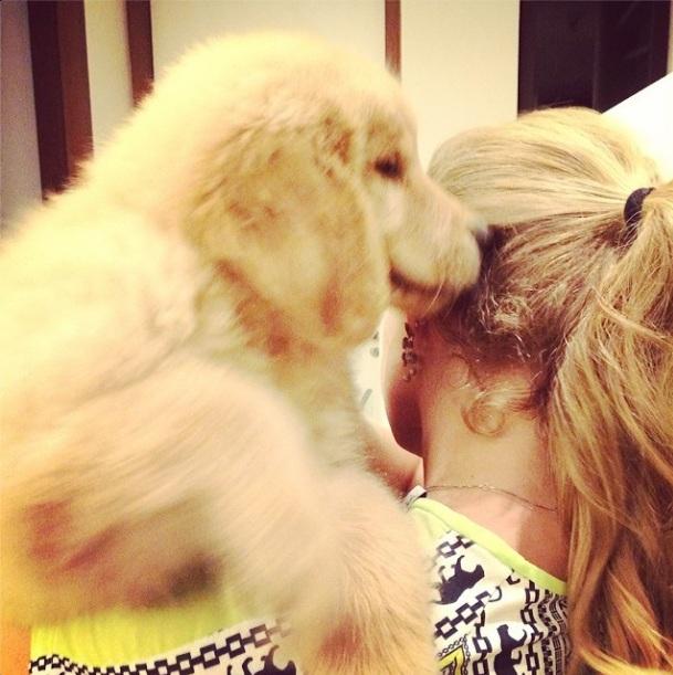 Angélica com a nova Lôra da família. (Foto: Reprodução / Instagram)