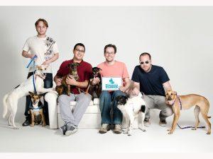Equipe humana e canina da Bicharia. Foto: Divulgação