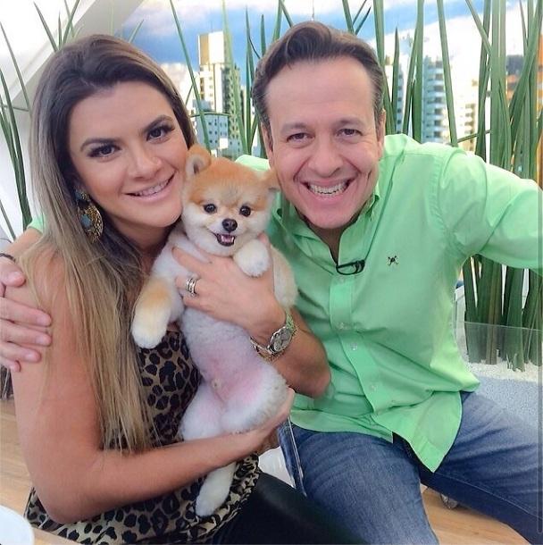 Mirella Santos com o cachorro Paçoca e o apresentador Celso Zucatelli. (Foto: Reprodução / Instagram)