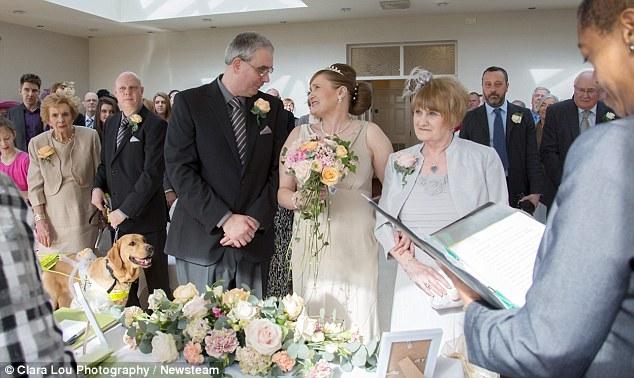 Eles se casaram no sábado. (Foto: Reprodução / Daily Mail)