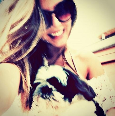 A atriz com Cegueta. (Foto: Reprodução / Instagram)