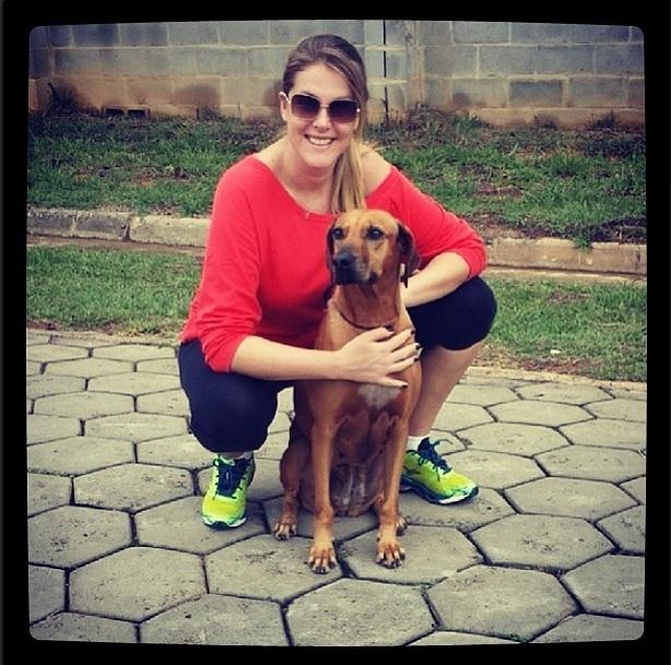 A apresentadora da Record com sua cachorra Judithe. (Foto: Reprodução / Instagram)