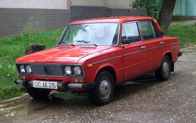 Lada, carro em que o husky siberiano estava. (Foto: Reprodução / Daily Mail uk)