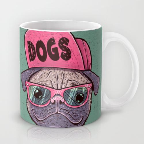 Caneca de cachorro com boné.  (Foto: Divulgação / Society6)