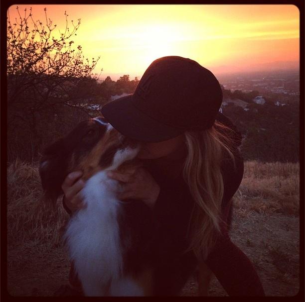 Hilary Duff com Dubois. (Foto: Reprodução / Instagram)