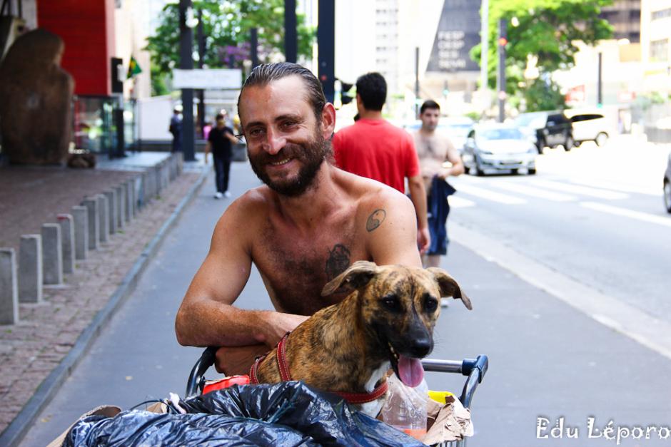 edu-leporo-familia-paulista-moradores-rua-caes-serie-02