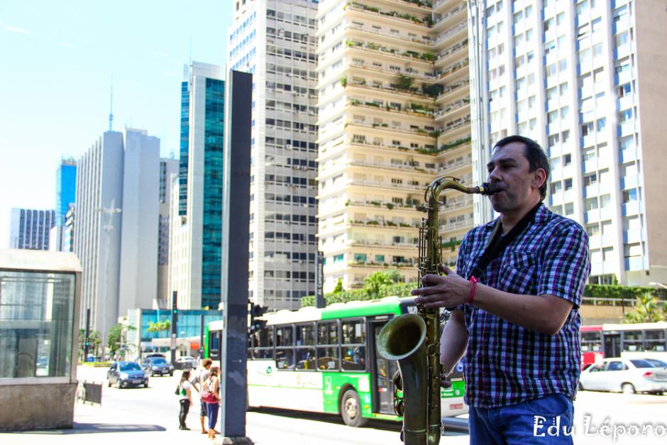 edu-leporo-familia-paulista-moradores-rua-caes-serie-10