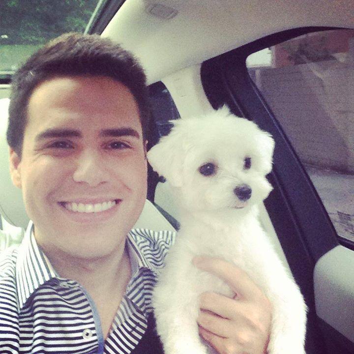 Luiz Bacci com seu cachorro Toy. (Foto: Reprodução / Facebook)
