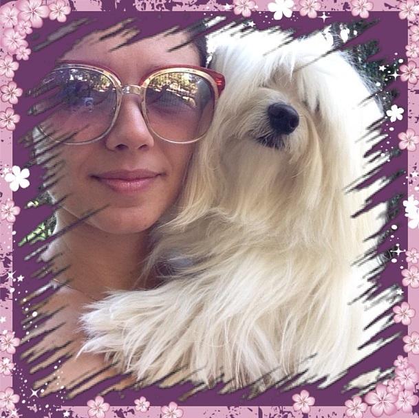 Paula Fernandes com seu cachorro Flokinho. (Foto: Reprodução / Instagram)
