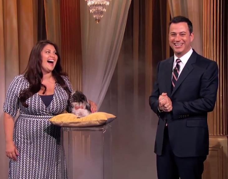 Peanut, o cão mais feio do mundo, participou do Jimmy Kimmel Live com sua tutora, Holly Chandler. (Foto: Reprodução / Youtube / Jimmy Kimmel Live)