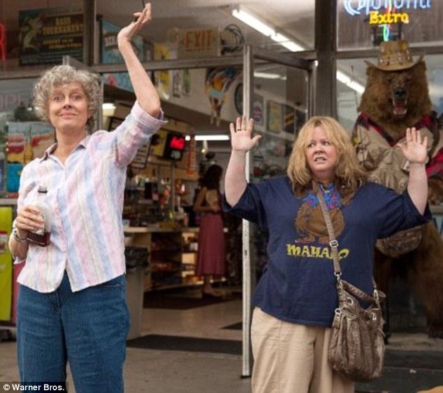 Cena do filme Tammy: Susan Sarandon (esquerda) e Melissa McCarthy (direita). (Foto: Reprodução / Daily Mail uk)