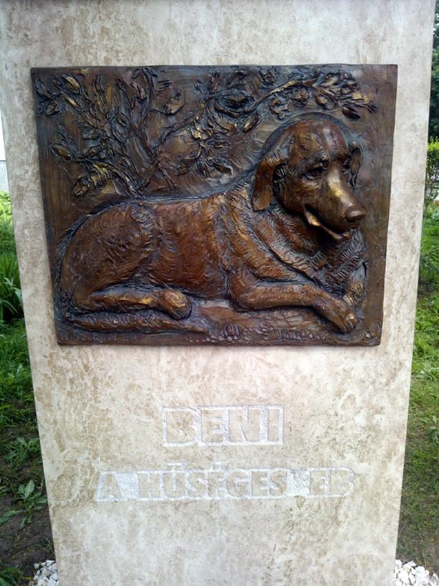 Com a descrição: Beni, o cachorro fiel. (Foto: Reprodução / New World Daily News)