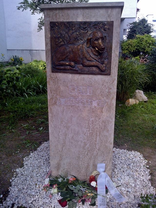 Cachorro foi homenageado com um monumento em Budapeste, Hungria. (Foto: Reprodução / New World Daily News)