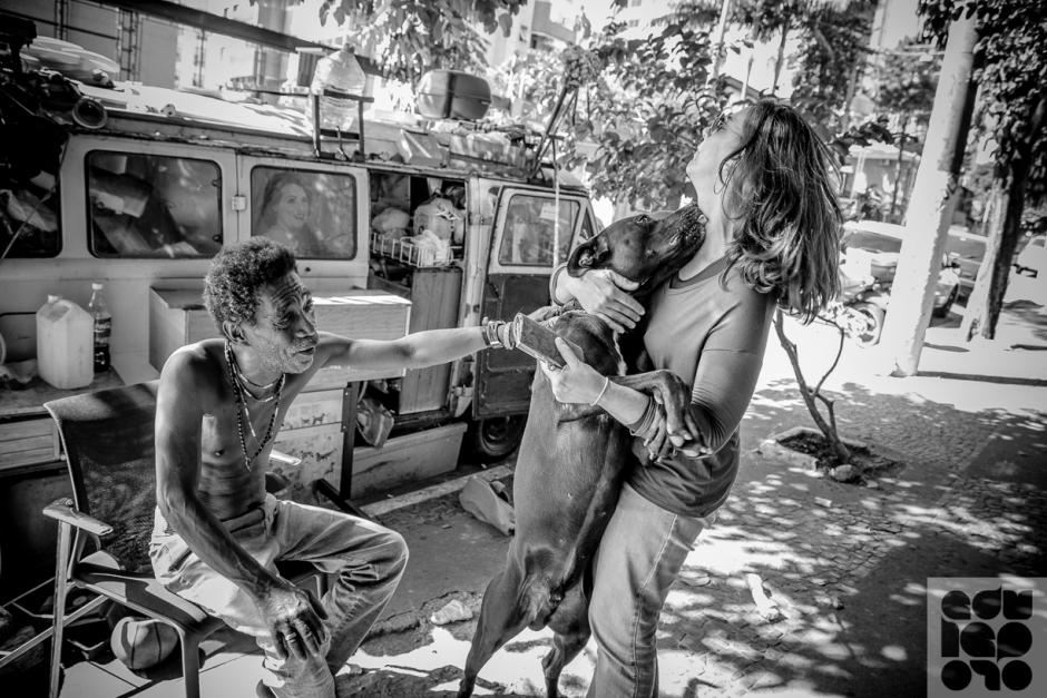 Kiko e Jamaica. Moradores de rua e seus cães. Foto: Edu Leporo