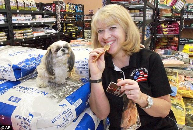 Dorothy Hunter decidiu se alimentar com comida de cachorro. (Foto: Reprodução / Daily Mail uk)