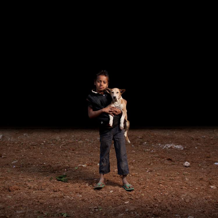 sam-edmonds-fotografo-cachorros-criancas-bangladesh-02