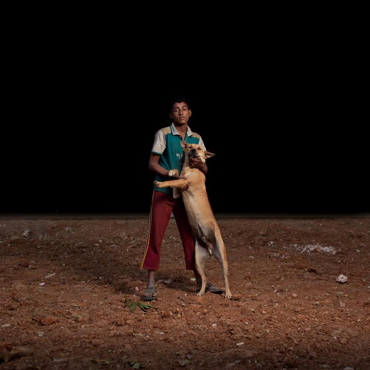 sam-edmonds-fotografo-cachorros-criancas-bangladesh-05