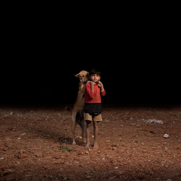 sam-edmonds-fotografo-cachorros-criancas-bangladesh-08