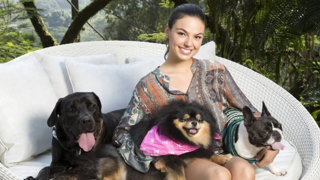 Isis Valverde e seus lindos cães. Foto: TABACH / Marcelo Tabach/Divulgação/
