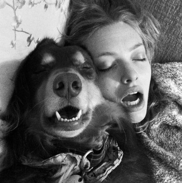 Amanda Seyfried e seu cachorro Finn. (Foto: Reprodução / Instagram)