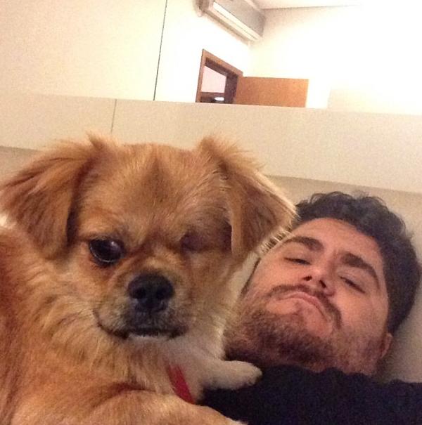 César Menotti com o cachorro Fusca. (Foto: Reprodução / Instagram)