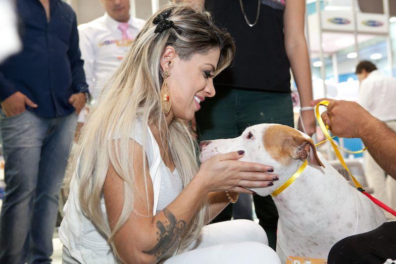Vanessa Mesquita e seu cachorro Jack. (Foto: Divulgação)