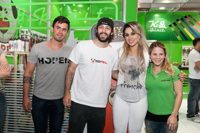 Vanessa Mesquita com Caio Lima (Hopet), Bruno Aga (Hopet)  e Carol Mantovani (sócia da K9-Spirit). (Foto: Divulgação)