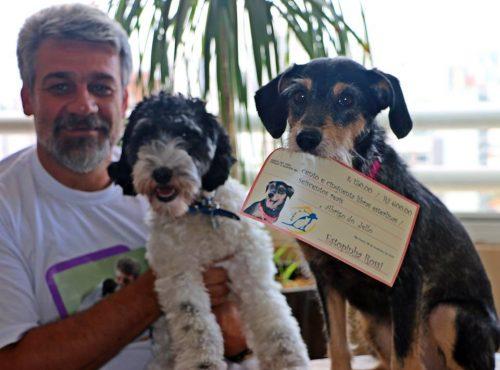 Jello da ONG Abrigo de Jello com Barthô e Estopinha. Alexandre Rossi fez uma doação com o dinheiro que recebeu para dar uma palestra na Inglaterra. (Foto: Reprodução / Facebook)