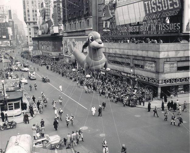 Lucky Pup no desfile de 1951. (Foto: Reprodução / Bark Post)