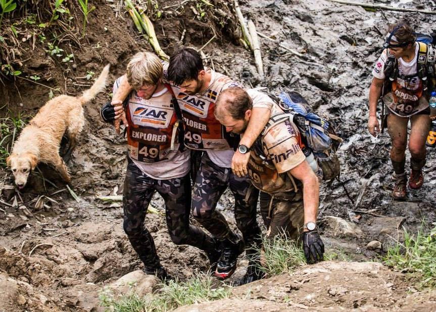 O cachorro Arthur acompanhou o time nessa difícil competição. (Foto: Reprodução / Facebook / Team Peak Performance)