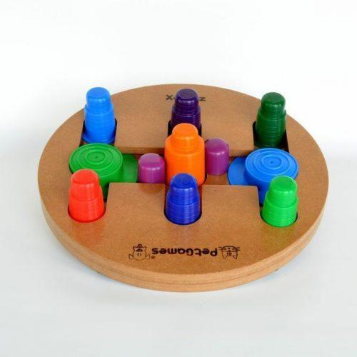 Brinquedo educativo: xadrez para cachorros. (Foto: Divulgação)