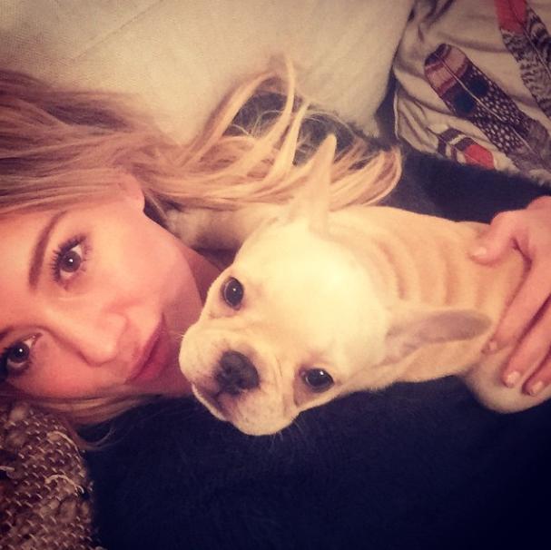Hilary Duff e o cachorro Beau. (Foto: Reprodução / Instagram)