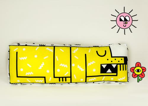 Almofada com cachorro de corpo inteiro. (Foto: Reprodução / Gogo's Chop Shop)