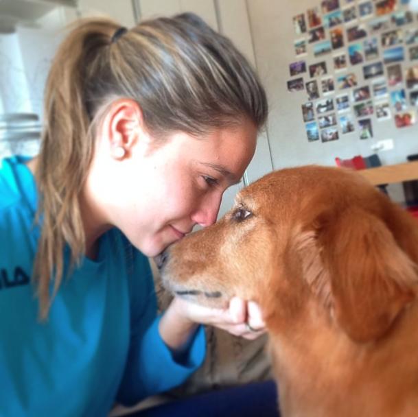 Fernanda Gentil e sua cachorra Nala. (Foto: Reprodução / Instagram)