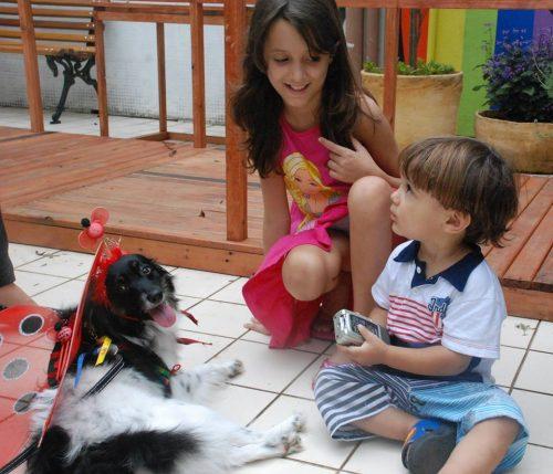 Os cães terapeutas passaram por diversas alas do hospital. (Foto: Reprodução / Facebook / Secretaria de Estado da Saúde de São Paulo)