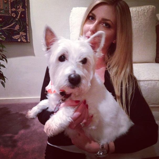 Kay Pound com seu cachorro Nellie. (Foto: Reprodução / Instagram / Kay Pound)