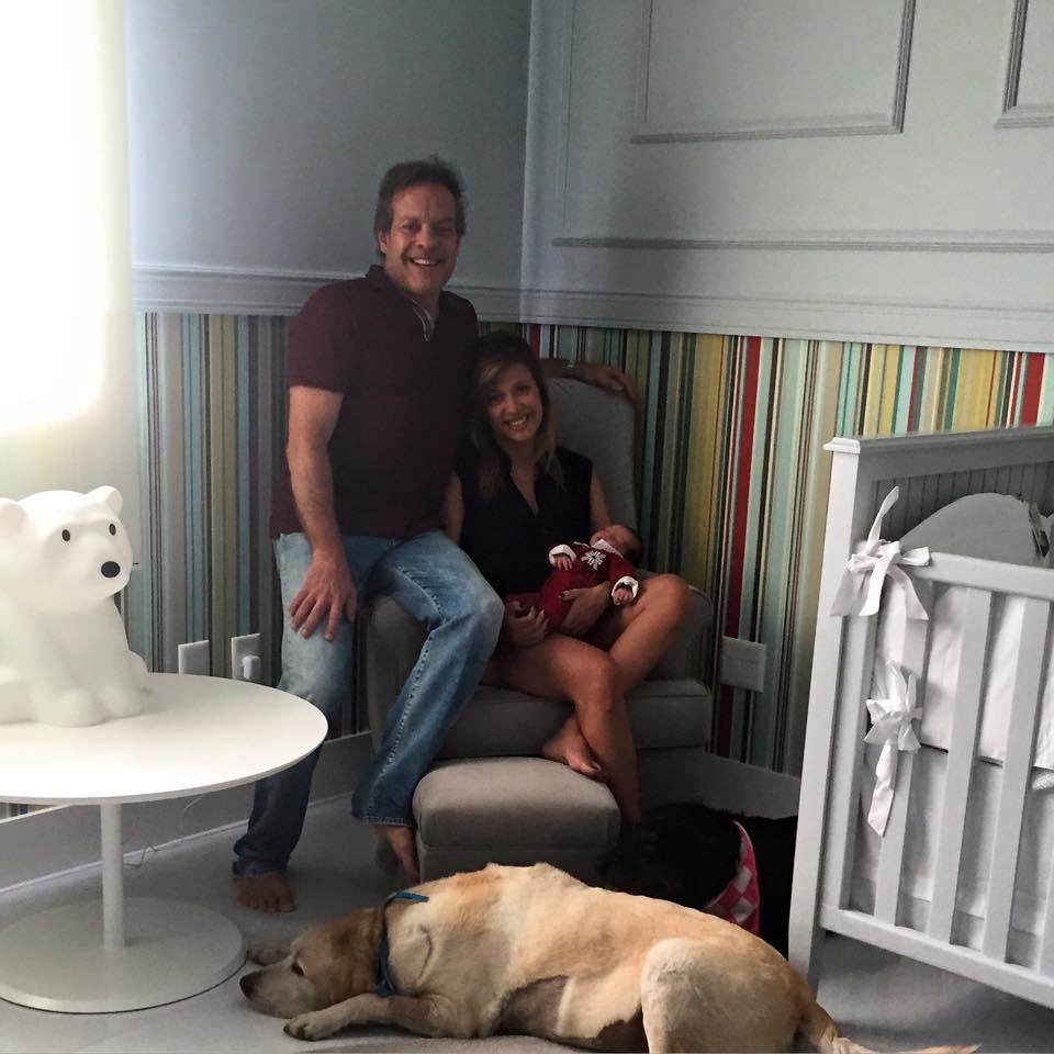Luisa Mell com o marido Gilberto Zaborowsky, o filho e seu cachorro Marley. (Foto: Reprodução / Facebook)