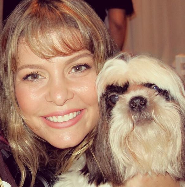 Bárbara Borges com seu cão Johnny. (Foto: Reprodução / Instagram)