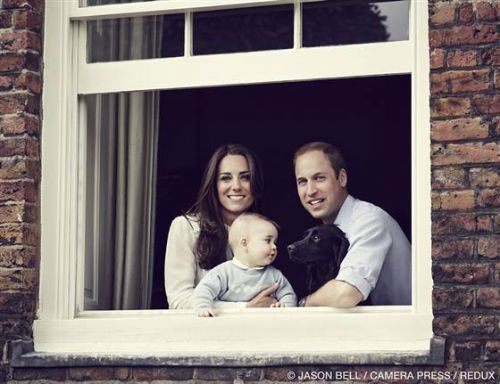 Kate, William, George e Lupo. Foto: Jason Bell