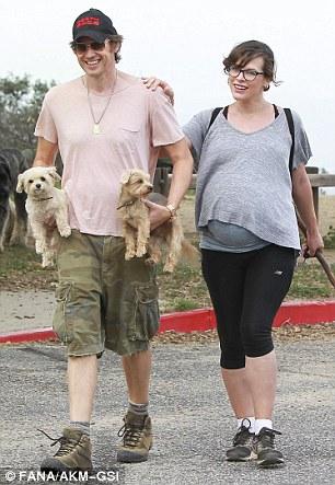 Parece que os cães cansaram um pouco.  (Foto: Reprodução / Daily Mail UK)