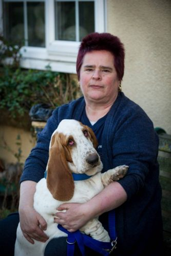 Ela provou que faz tudo por sua cachorra. (Foto: Reprodução / Metro UK)