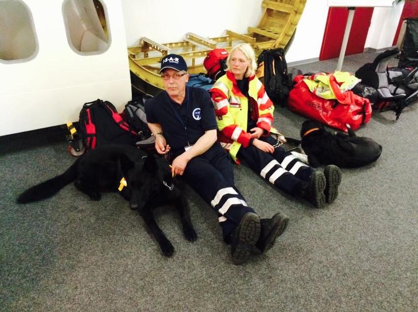 Preparados para resgatar vítimas. (Foto: Reprodução / Facebook / I.S.A.R Germany)