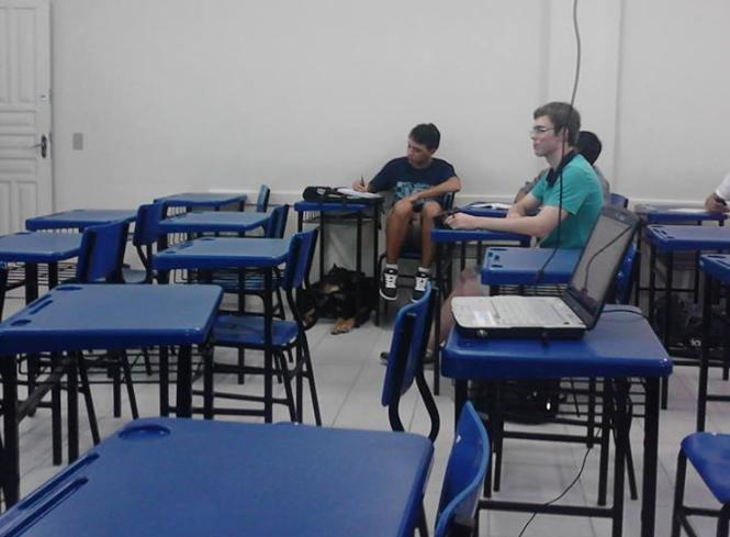Udescão na sala de aula.  (Foto: Reprodução / Facebook)
